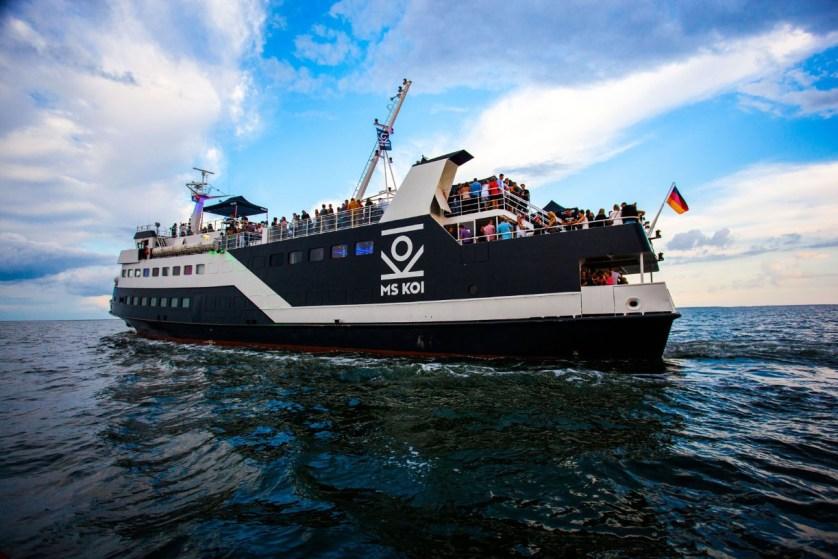 Das umgebaute Fährschiff ist das heute europaweit einzige seetaugliche Partyschiff (c) Dance del mar