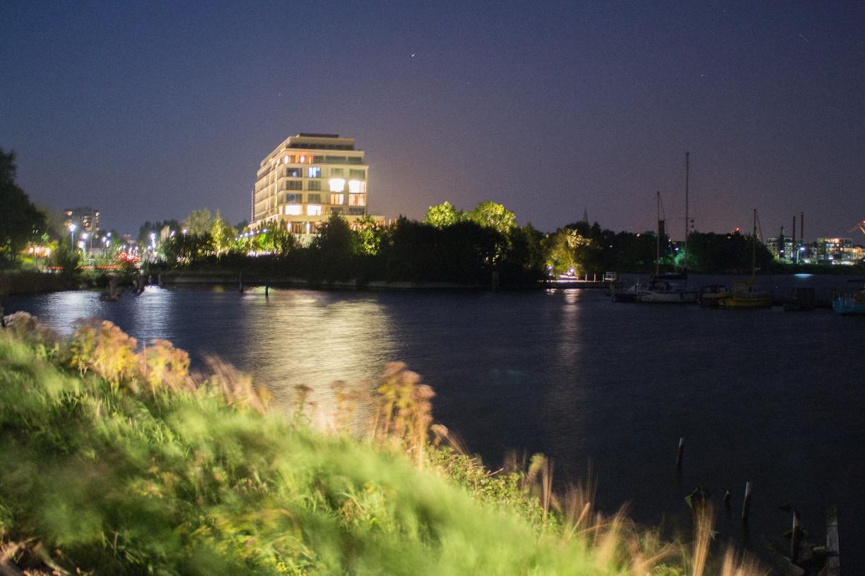 Seitlicher Blick auf das Columbia Hotel | Foto: Aline Wohler
