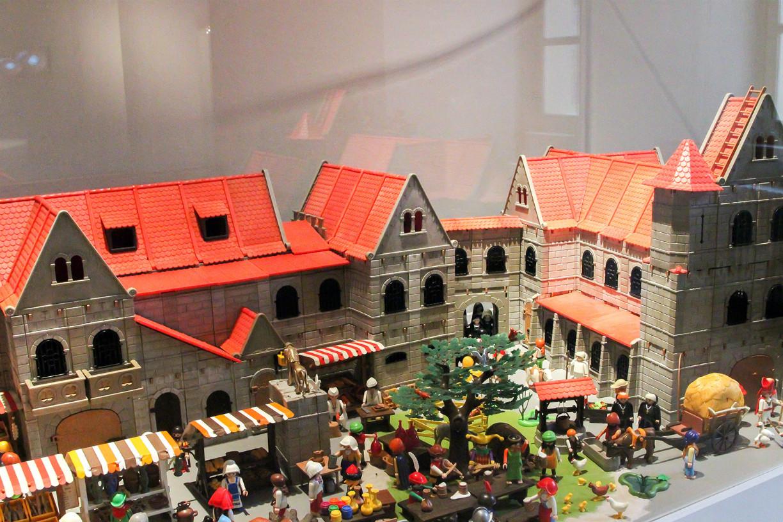Der Nachbau des Burgplatzes ist mit viel Liebe zum Detail gemacht worden. Foto: Stephen Dietl