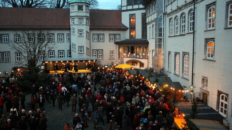 Adventsmarkt im Innenhofes des Gifhorner Schlosses © Helfen vor Ort e. V.