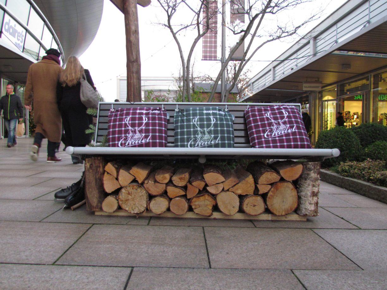 Die feine Winterdeko runden den Shoppingspaß ab Foto: Björn