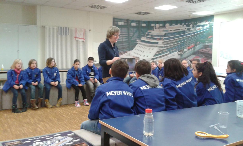 Mit Meyer Werft Jacken ausgestattet beginnt der Unterricht!