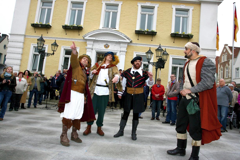 Eindrucksvoller Auftritt vor dem Rathaus Foto: © Ralf Reincken