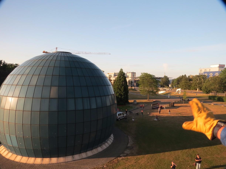 Da wird das Planetarium immer kleiner.