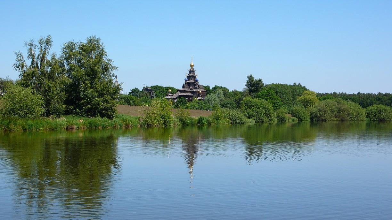 Der Gifhorner Mühlensee mit der Russisch-Orthodoxen Kirche im Hintergrund © Südheide Gifhorn GmbH