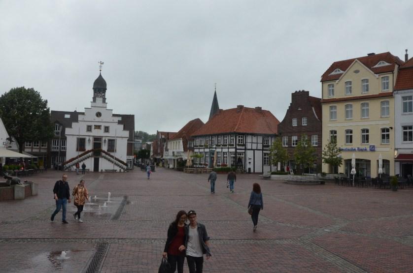 Der Marktplatz in Lingen hat bietet viele Ausgehmöglichkeiten.