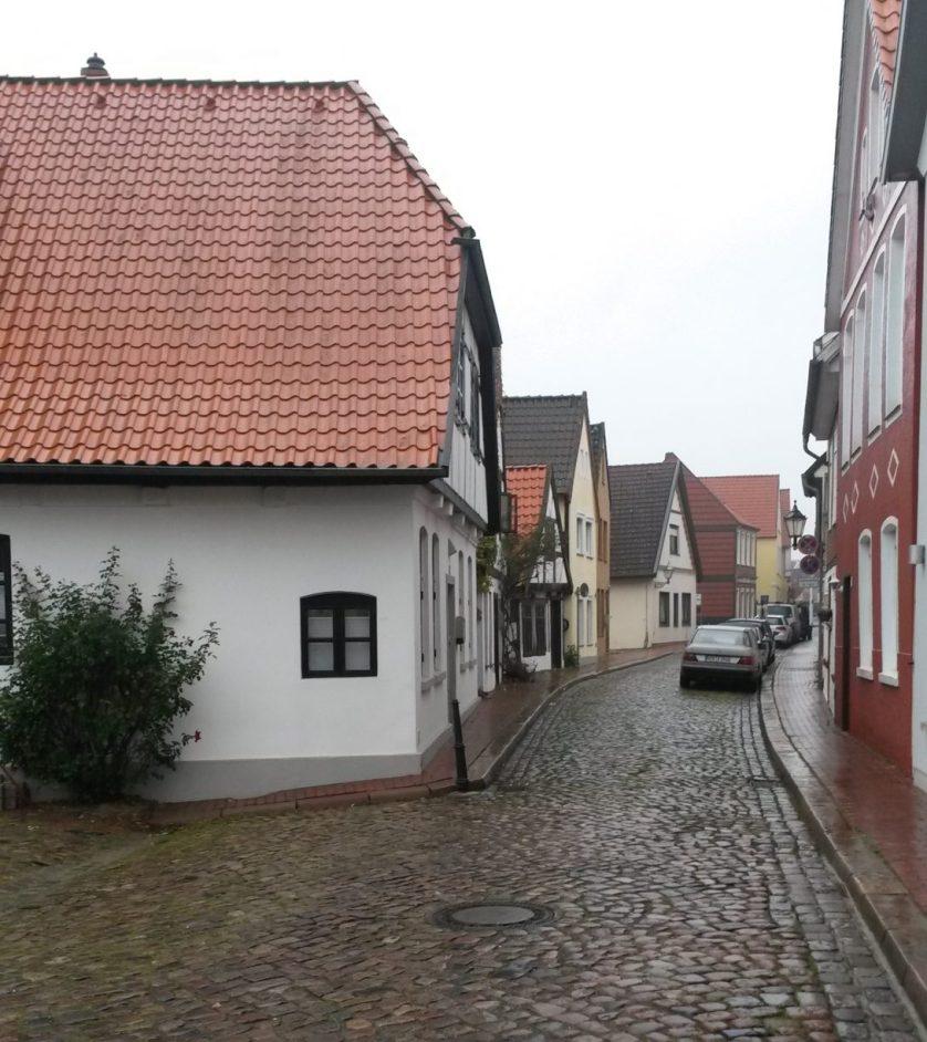 Die im Film zusehende Verdener Häuserzeile sieht heute noch genauso aus. Fotoarchiv der Stadt Verden, Angelika Revermann