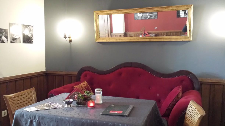Plüschsessel im Café im Piesberger Gesellschaftshaus (c) B.Neuhaus