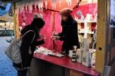 Trüffel und besondere Öle gibt es in diesem Stand auf dem Weihnachtsmarkt in Hildesheim.