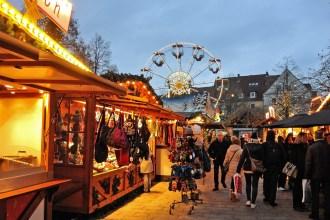 Lichterschimmer auf dem Hildesheimer Weihnachtsmarkt.