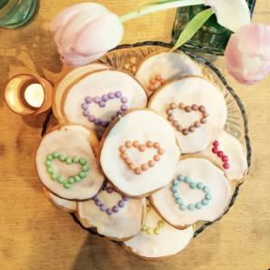 Cupcakes mit Zuckerherzen - was Süßes für Zwischendurch