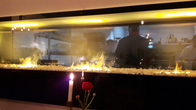 Vom Tisch im Restaurant kann man direkt in die Küche schauen (c) Keno