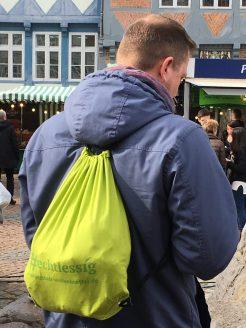 ... der schicke echtlessig-Turnbeutel / Foto: Jan Ahrens