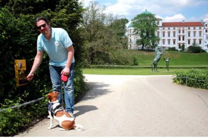 Immer schön sauber bleiben - Die Kotbeutelstation am Schlossgarten ist in einem Top Zustand (Foto: M. Zimmermann)