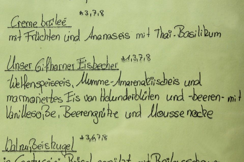 Blick auf die Dessertkarte im Gifhorner Restaurant Ratsweinkeller