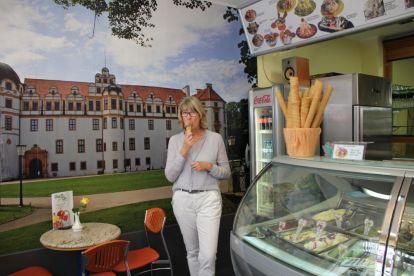Im Dal Cin Eis Essen direkt vor dem Celler Schloss, finde ich gut
