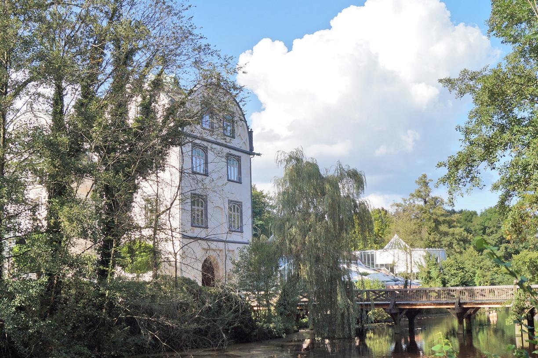 Das Torhaus des Gifhorner Welfenschlosses mit der Holzbrücke zu den Schlosswiesen
