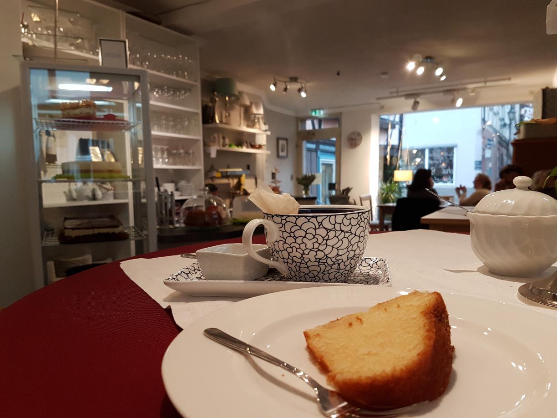 Ein heißer Tee und ein saftiges Stück Kuchen - was braucht man mehr? (c) Giel