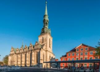 Wuchtig und trotzdem filigran steht sie im Herzen Wolfenbüttels: Die Hauptkirche (Foto Christian Bierwagen).