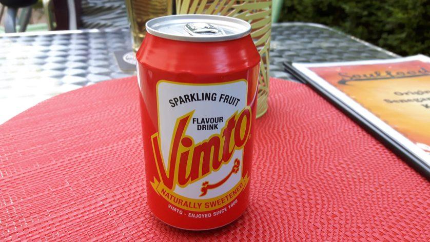 Eine Dose mit dem afrikanischen Erfrischungsgetränk Vimto