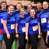 Das Team der Wilhelmshaven Touristik & Freizet GmbH vor dem Lauf   Foto: Jürgen Altmann