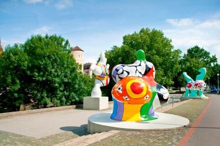 Nanas am Leibnizufer von Niki de Saint Phalle