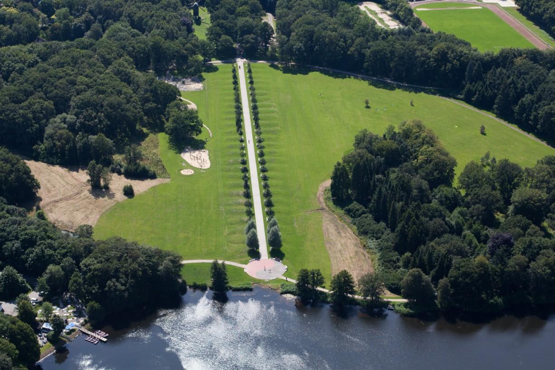 52 Bäume säumen die 290 Meter lange Allee der heilenden Bäume