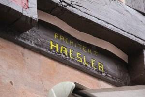 Balken mit Inschrift Otto Haesler