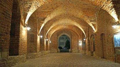 Gewölbegang am Schloss.