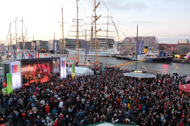 Veranstaltungen in Niedersachsens Städten. Abfeiern beim Seestadtfest in Bremerhaven. Live Musik und beste Partystimmung