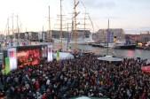 Abfeiern beim Seestadtfest in Bremerhaven. Live Musik und beste Partystimmung