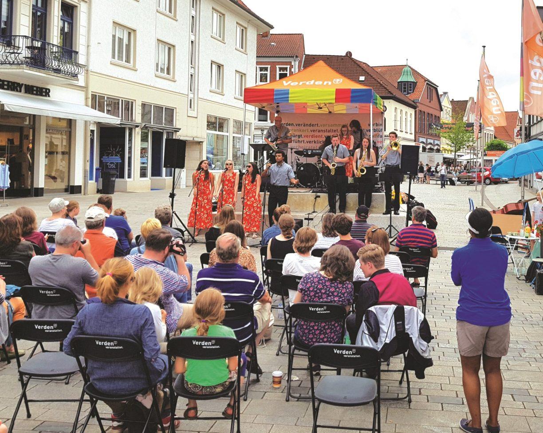 Bucket list 2019: Open Stage, die offene Bühne auf dem Rathausplatz Verden von Mai bis September