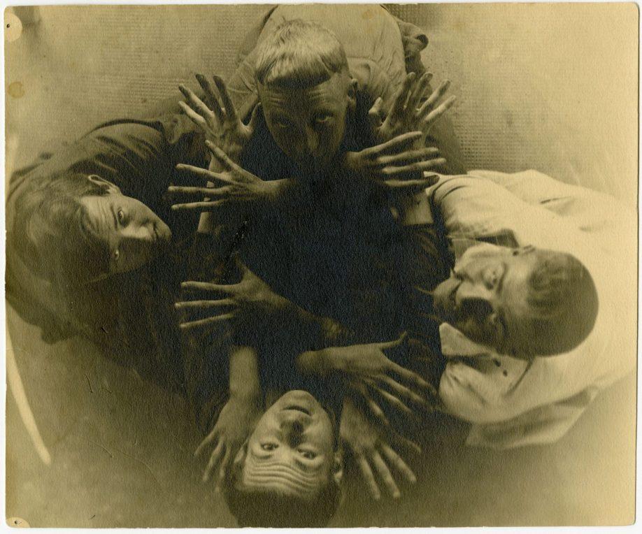 Vier Bauhäusler (Hermann Gautel, Robert Lenz, Hin Bredendieck und Lony Neumann?), um 1929, Landesmuseum für Kunst und Kulturgeschichte Oldenburg, Nachlass Hermann Gautel.