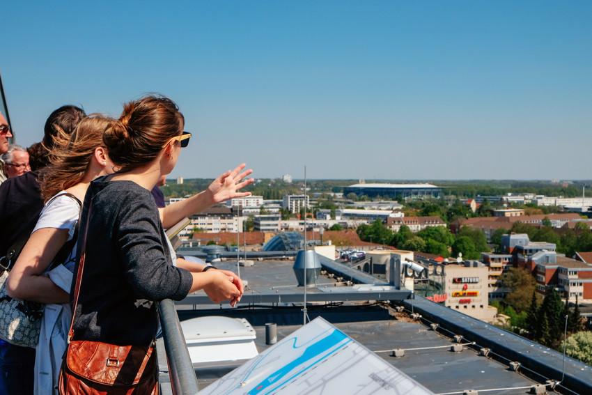 Die schönsten Aussichtspunkte in Niedersachsen: Der Blick vom Rathausdach in Wolfsburg