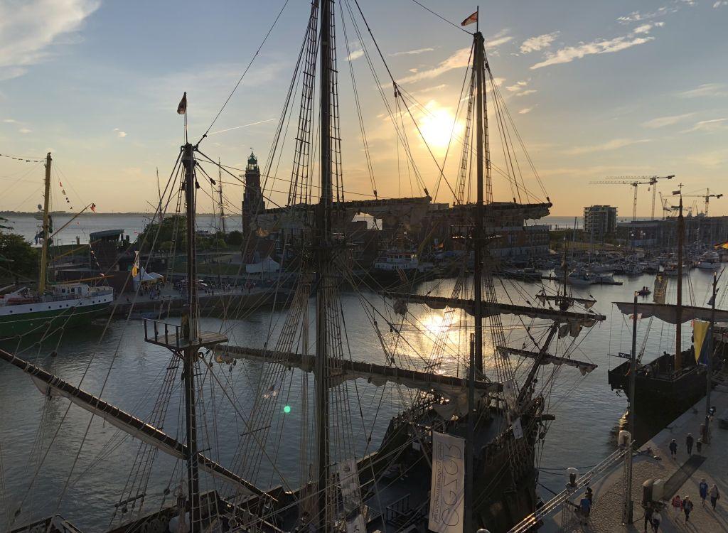 Abendstimmung über dem Neuen Hafen beim SeeStadtFest - Landgang Bremerhaven (c) Mailin Knoke