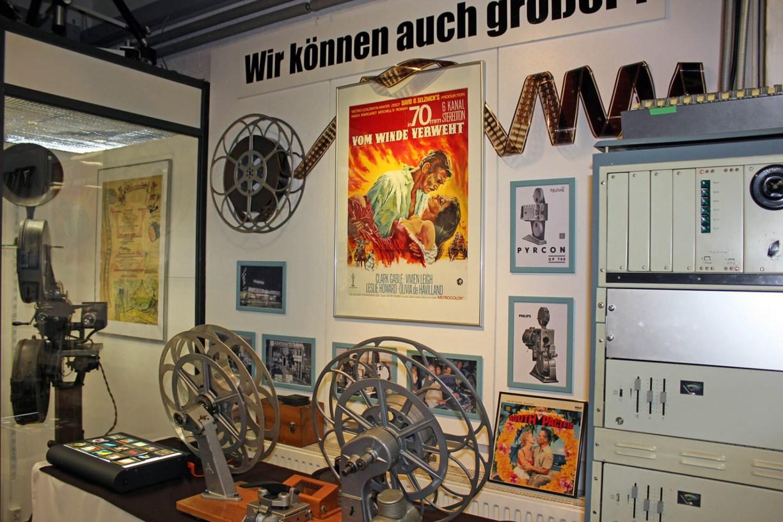 """Wand mit Filmplakat """"Vom Winde verweht"""" im Kinomuseum Vollbüttel"""
