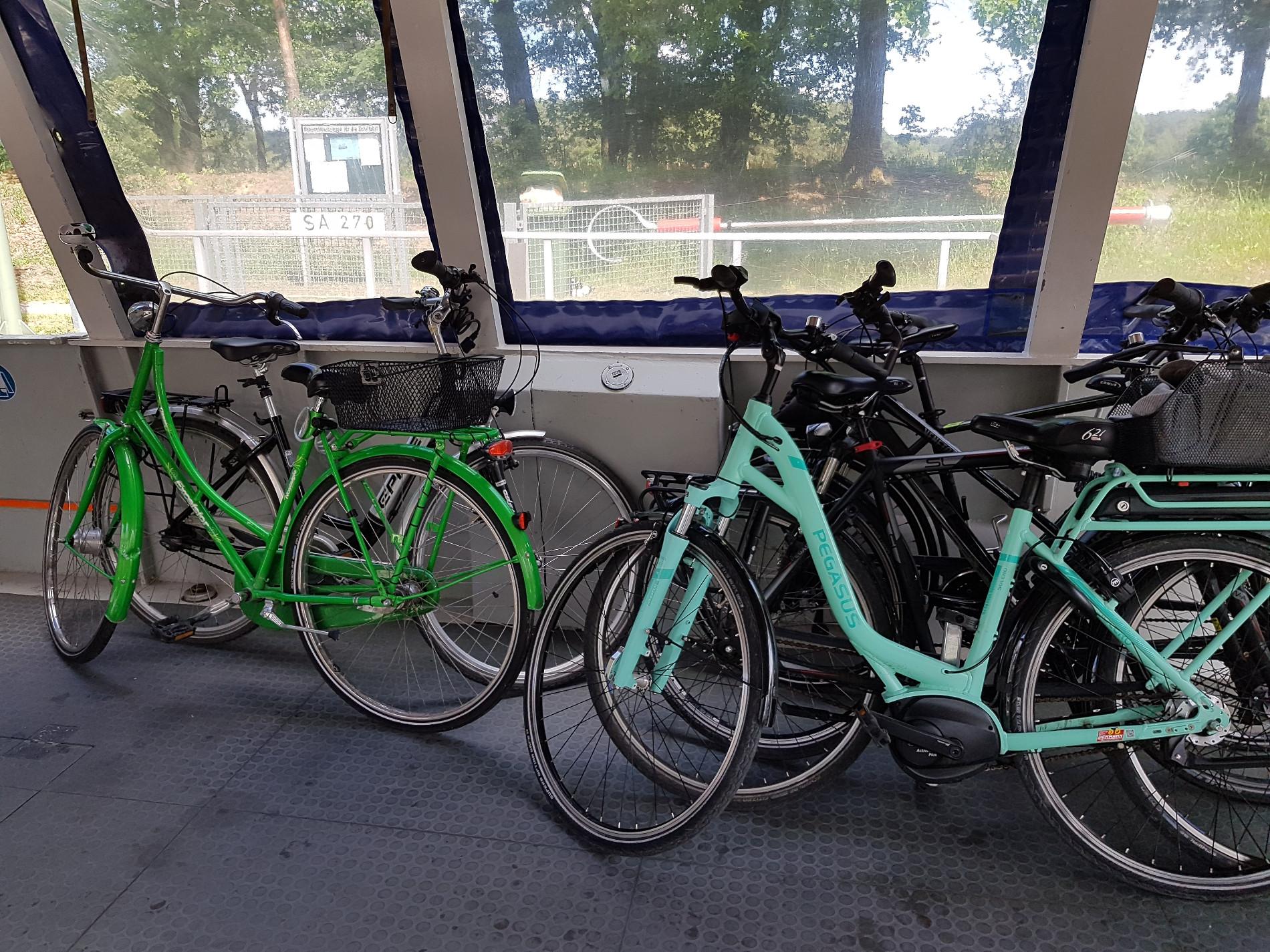 Fahrräder auf der MS Wappen von Celle