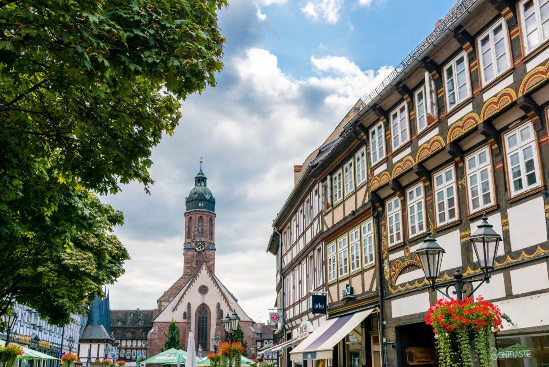 Einbecker Marktplatz mit Marktkirche und Altem Rathaus                 ©Daniel Li