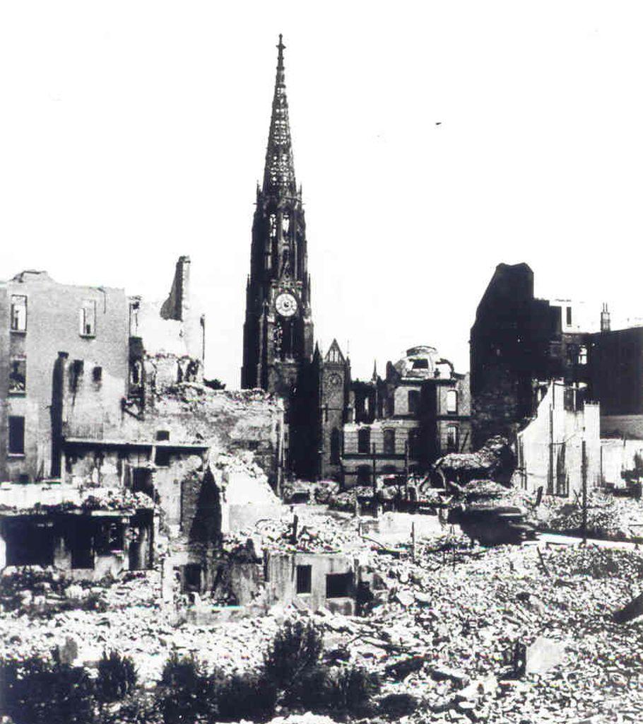 Zerstörte Innenstadt (c) Stadtarchiv