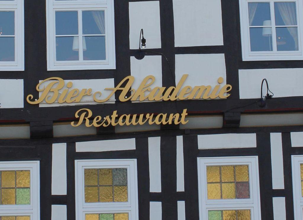 """Die Fassade des Celler Restaurants """"Bierakademie"""""""