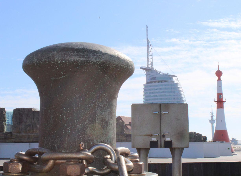 Blick auf die Aussichtsplattform SAIL City und das Minarett in Bremerhaven (c) Maja Herwig