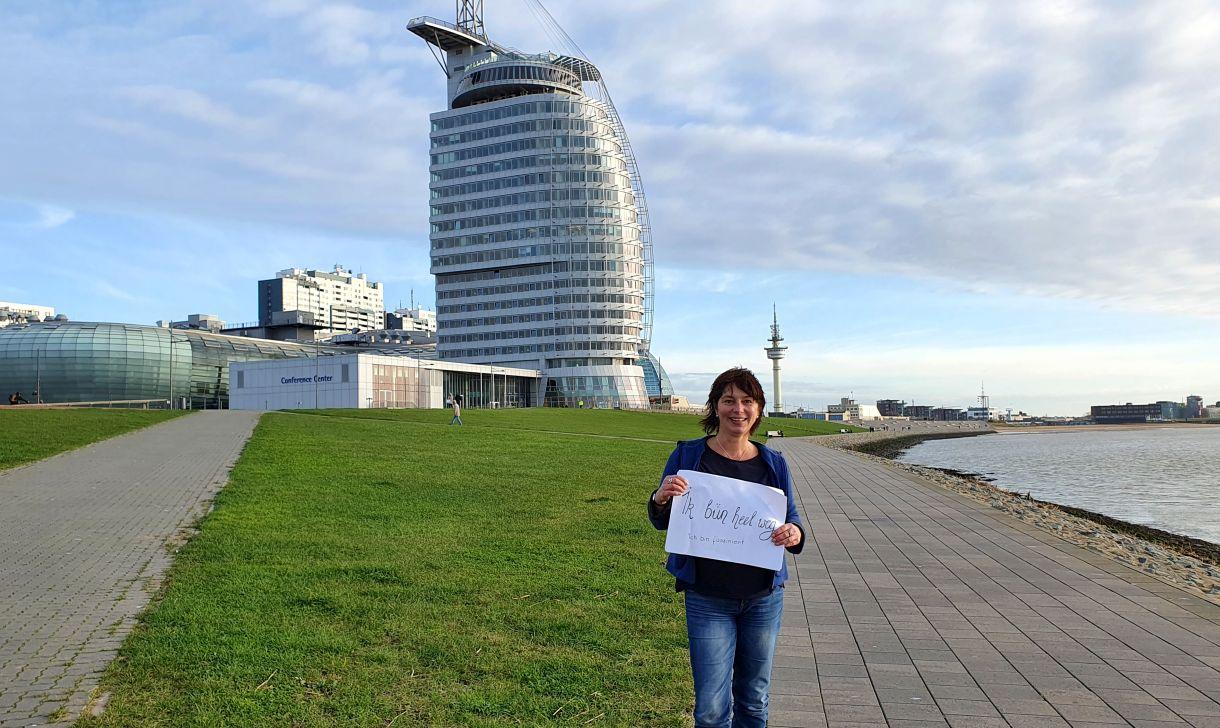 Tanja vor der Skyline Bremerhavens (c) Tanja Mehl