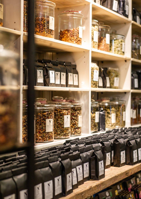 Teeauslage bei Nölker & Nölker. Der Besuch an einem Shoppingtag in Oldenburg ist empfehlenswert.