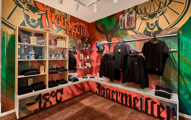 Souvenirs: Jägermeister- Fanshop in Wolfenbüttels Tourist Info