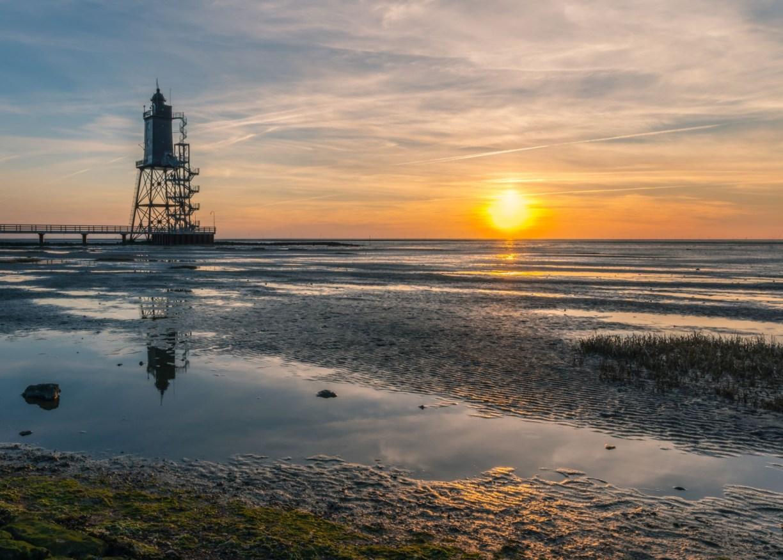 Leuchtturm Obereversand bei Sonnenuntergang (c) Adobe Stock