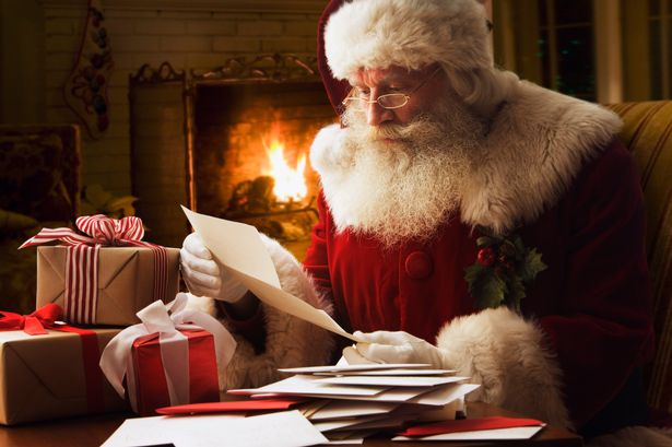 Santa-Claus-reading-letter-close-up (1)