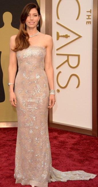 jessica-biel-is-a-metallic-stunner-on-oscars-2014-red-carpet-05