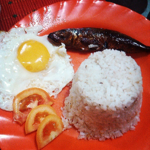 Tisilog with sliced tomatoes