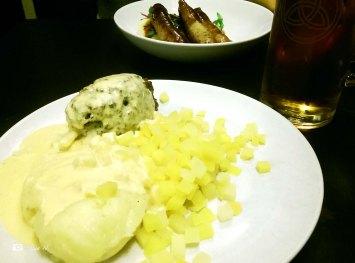Traditional Scottish: Haggis, Neeps & Tatties... and Scottish lager