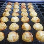 takoyaki in pan